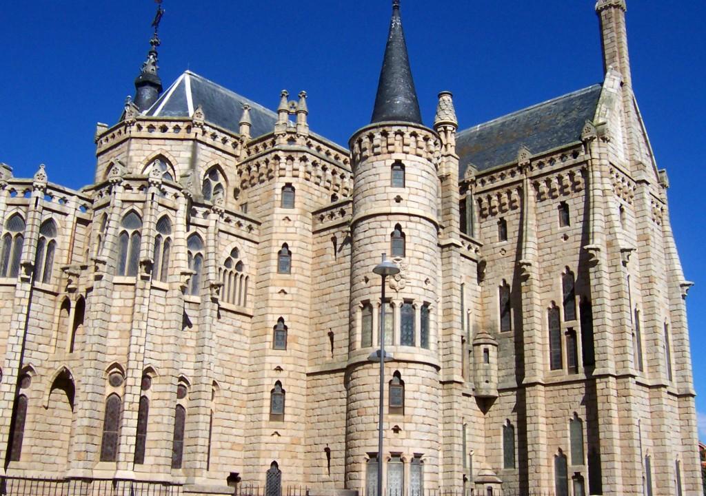 Bischofspalast in Astorga entworfen von Gaudi