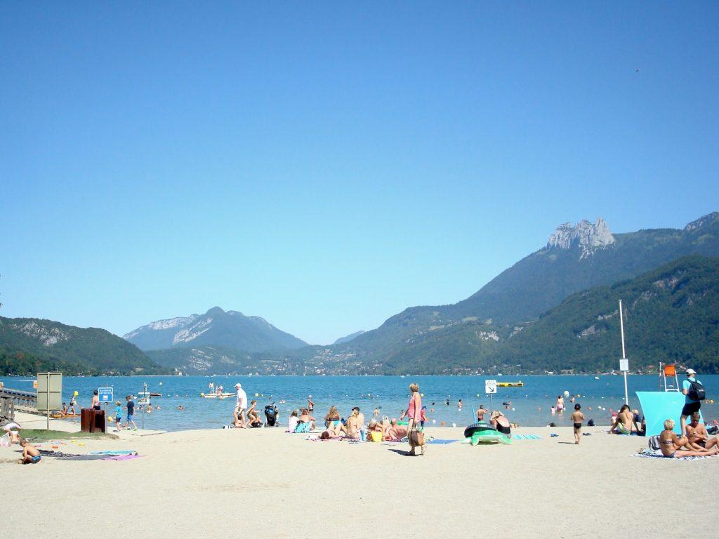 Badestrand am Lac d'Annecy bei Doussard