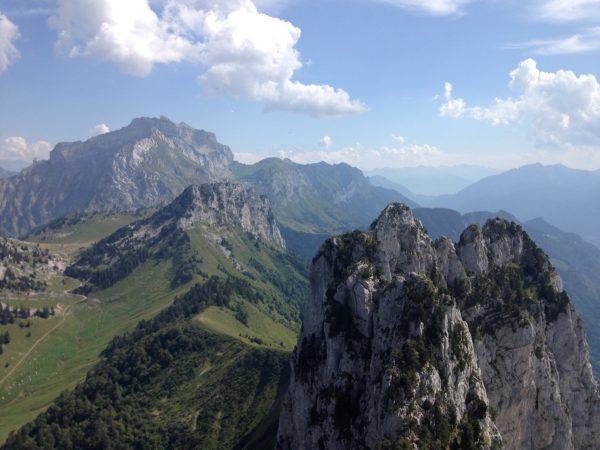 Ausblick auf die angrenzenden Berge bei der Klettertour über die Dents de Lanfon