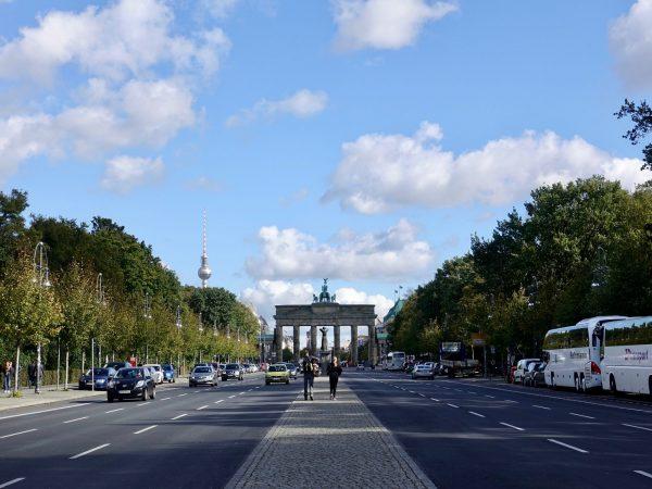 Straße des 17. Juni Richtung Brandenburger Tor in Berlin