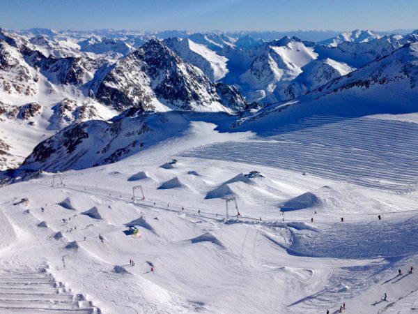 Ausblick von der Aussichtsplattform am Stubaier Gletscher
