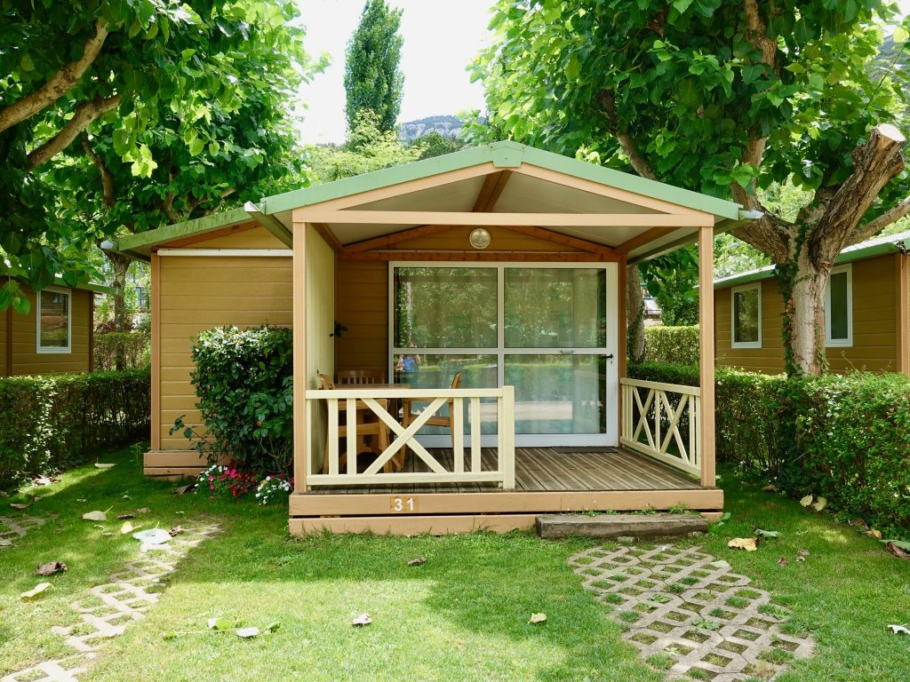 Bungalow mit überdachter Terrasse im Camping Bassegoda Park