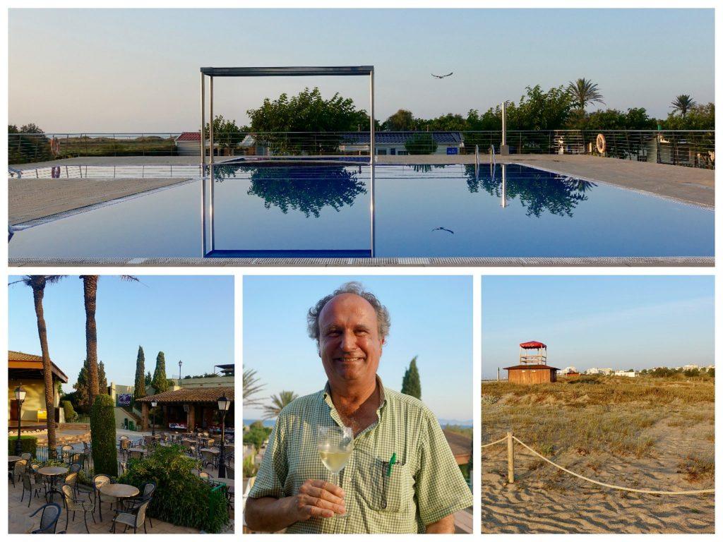 Collage Camping Castell Mar: blauer Pool, der Außenbereich beim Restaurant mit Stühlen, Leiter Jordi Sargatal mit einem Glas Wein in der Hand, ein Häuschen am Strand in der Ferne