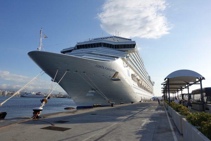 Kreuzfahrtschiff Costa Favolosa im Hafen von Palma de Mallorca