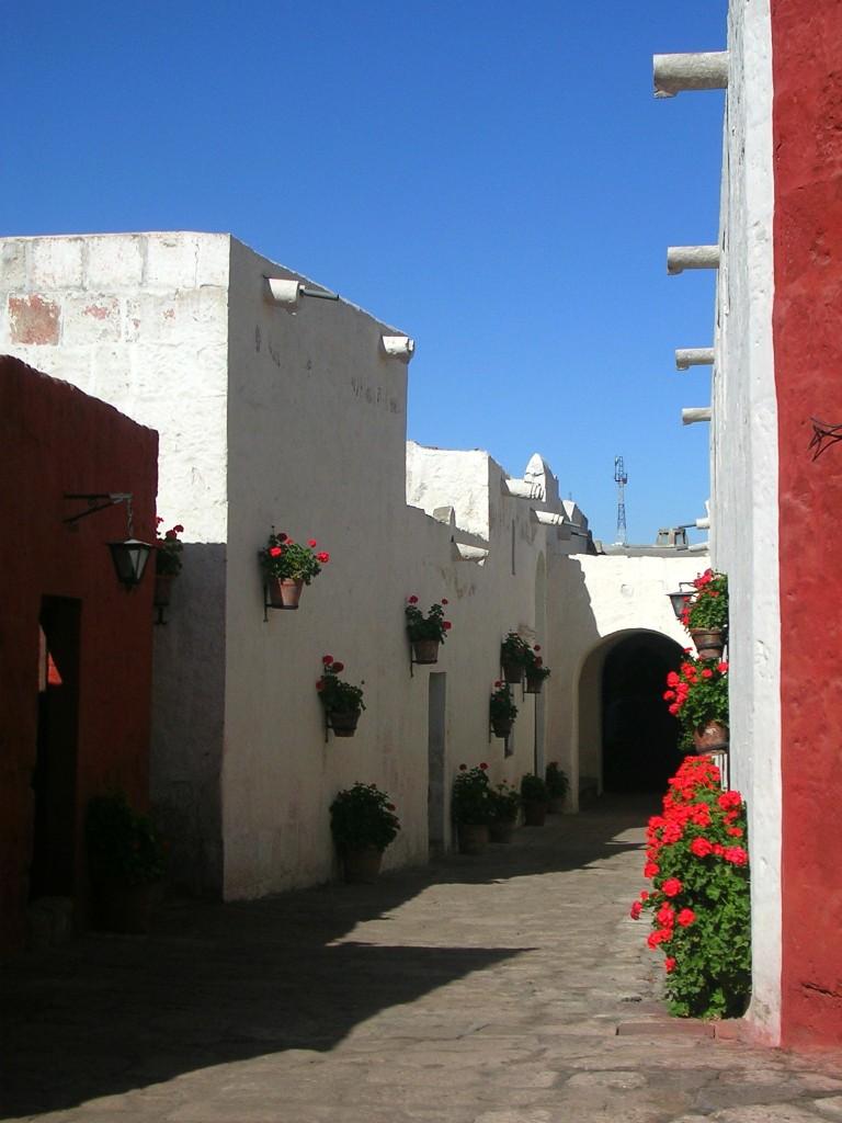 Arequipa: Enge Gasse im Kloster Santa Catalina