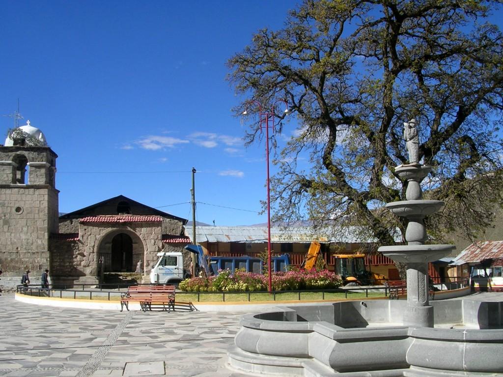 Hauptplatz von Pampamarca im Cotahuasi Canyon