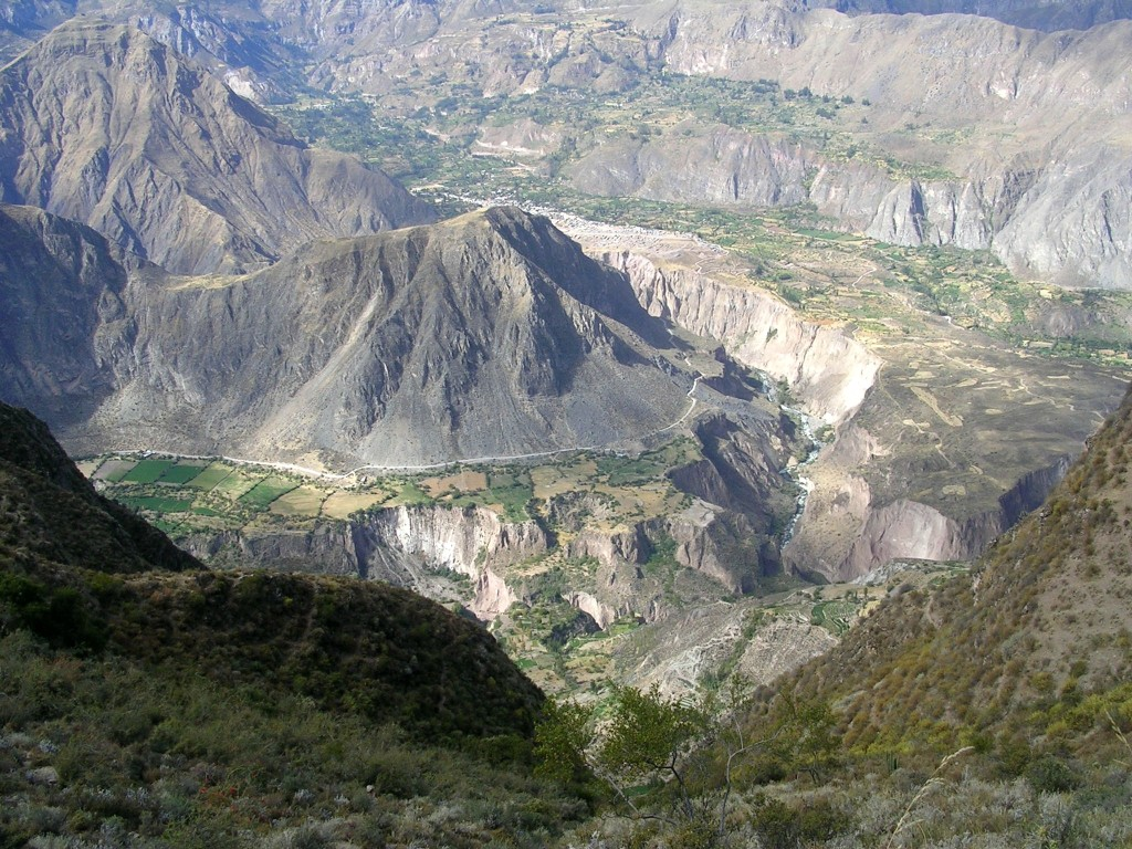 Ausblick auf die tiefen Täler des Cotahuasi Canyons