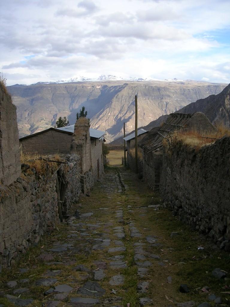 Gasse im Dorf Huarhua im Cotahuasi Canyon