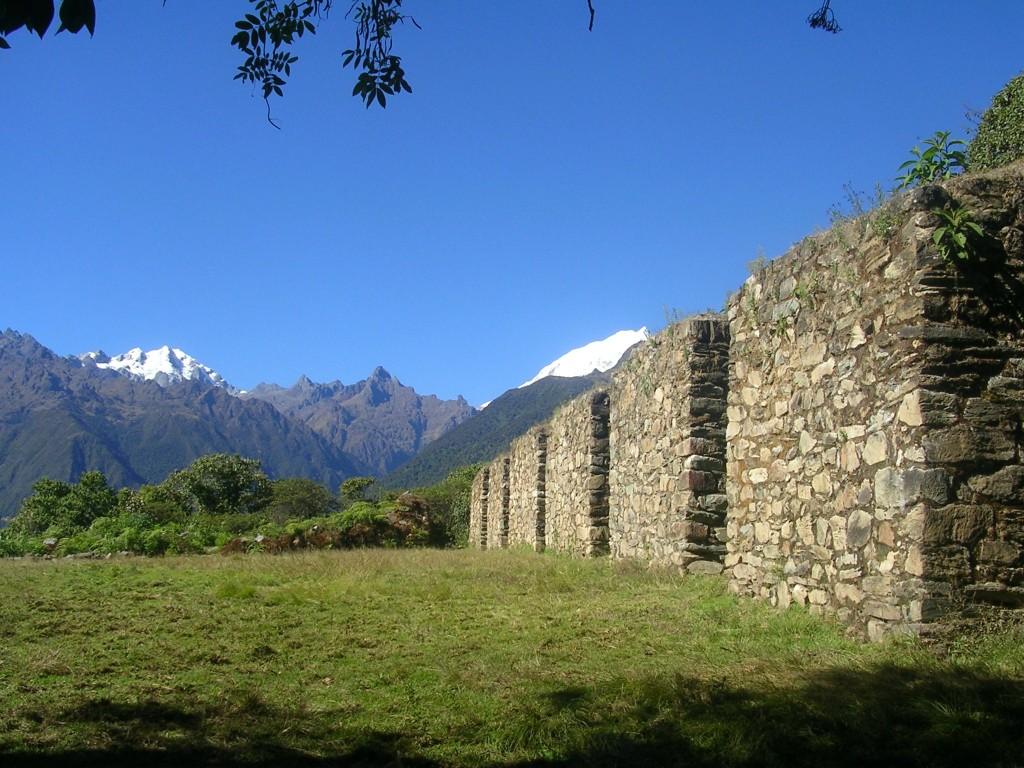 Aussichtspunkt mit Inkaruinen am Salkantay Trek