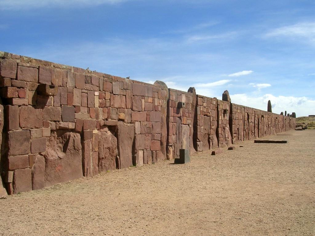 Steinmauer in Tiwanaku