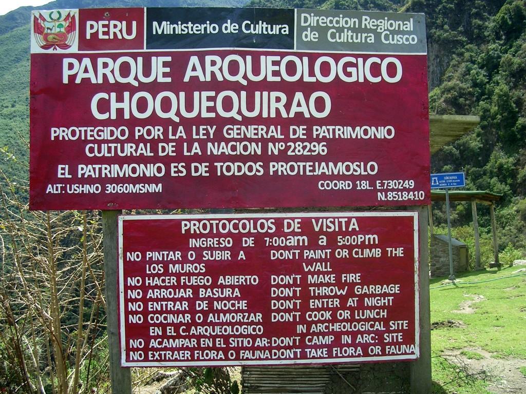 Informationstafel am Eingang zu den Ruinen von Choquequirao