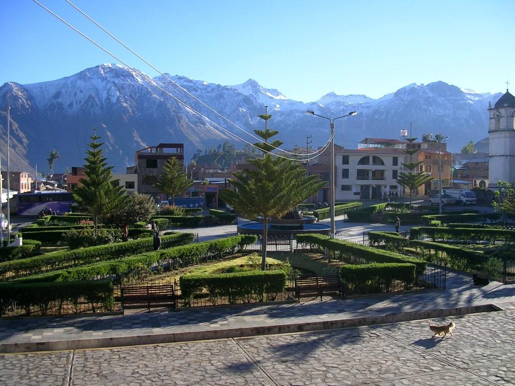 Hauptplatz von Cabanaconde in Peru