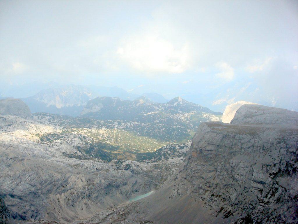 Ausblick nach dem Passieren der Nebelschwaden am Hochplateau