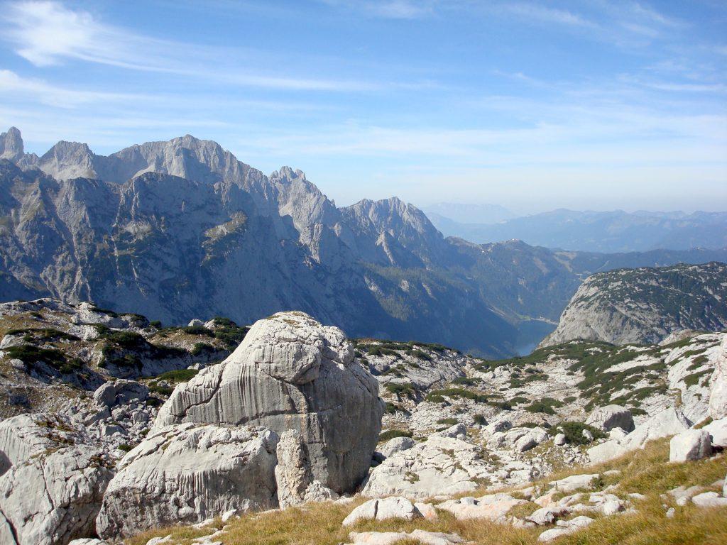 Aussblick zum Gosausee am Weg von der Simonyhütte zur Adamekhütte