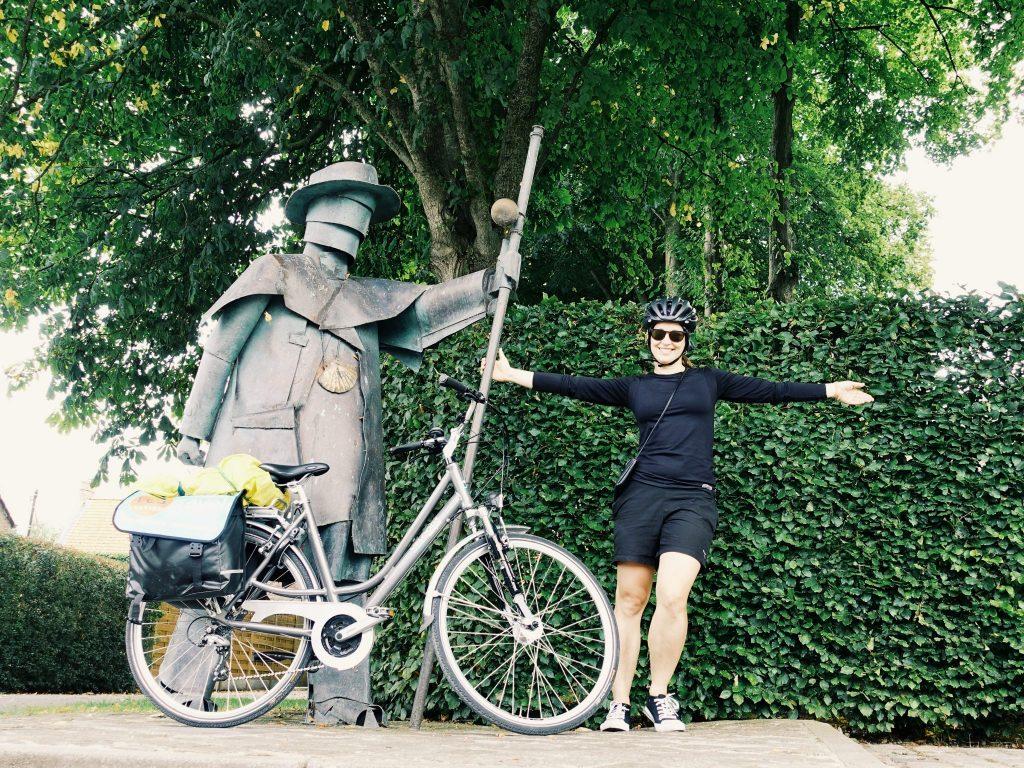 Pilgerstatue, ein Rad und ich