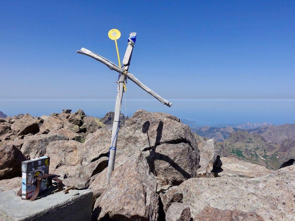 GR20: Beim Gipfelkreuz des Monte Cinto