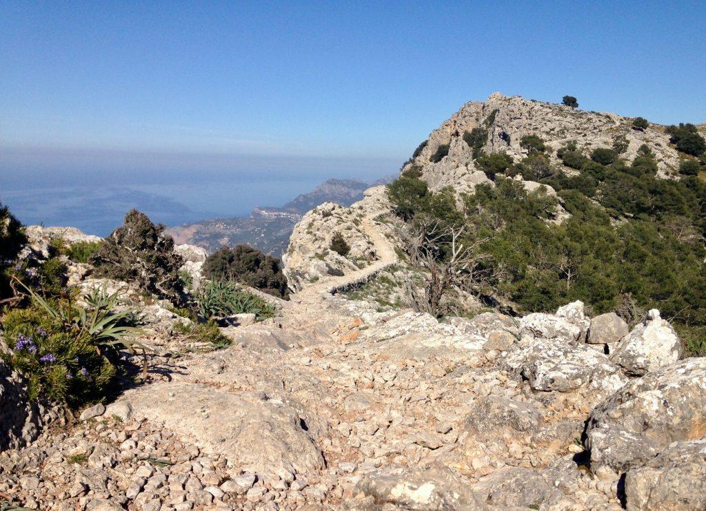 Der Pfad am Höhenweg nach Deià