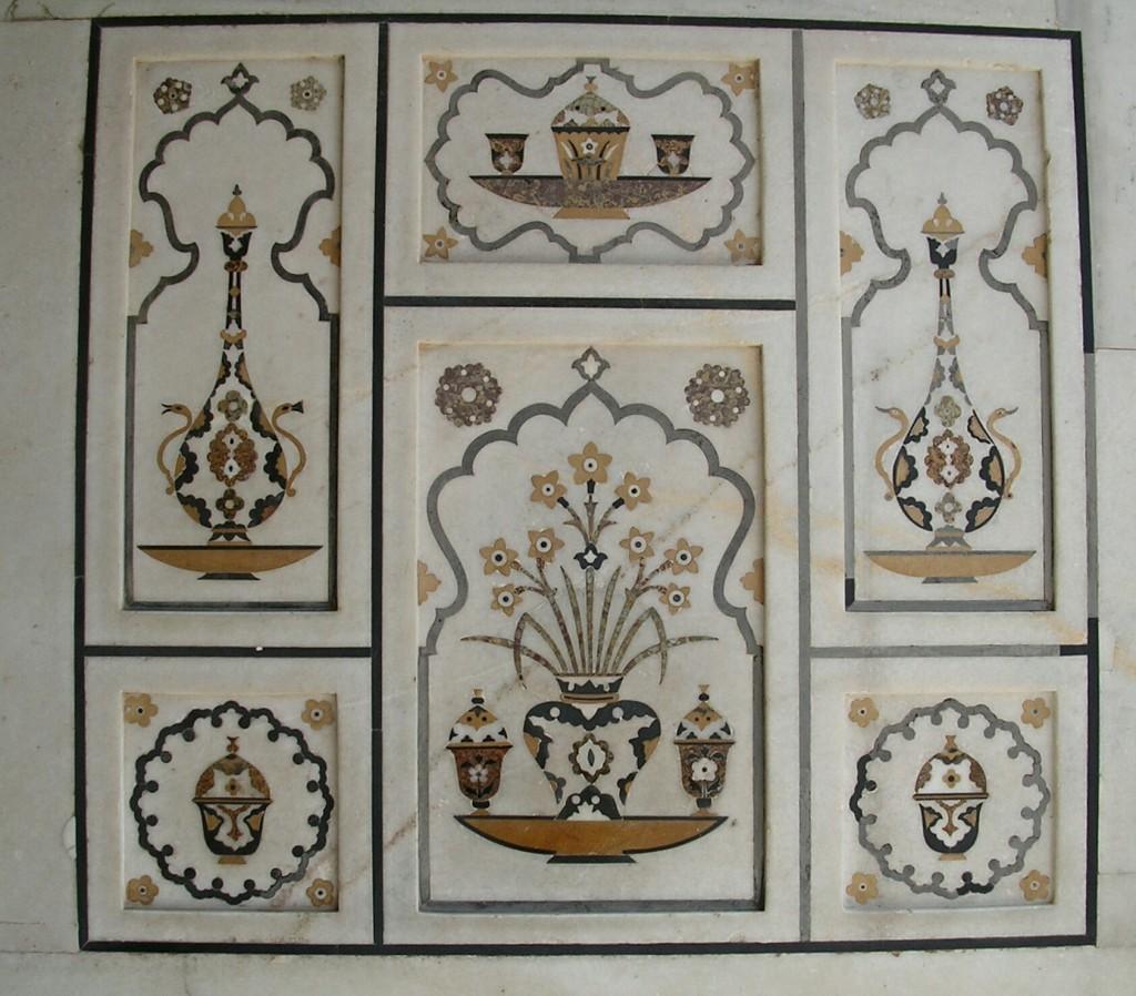 Wandfliesen beim Itimad-ud-Daula-Mausoleum in Agra