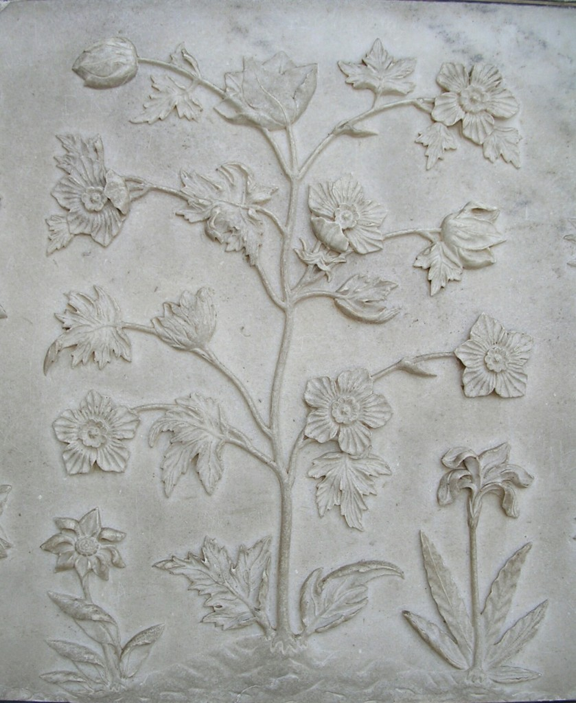 Blumenranken als Wanddekoration im Taj Mahal