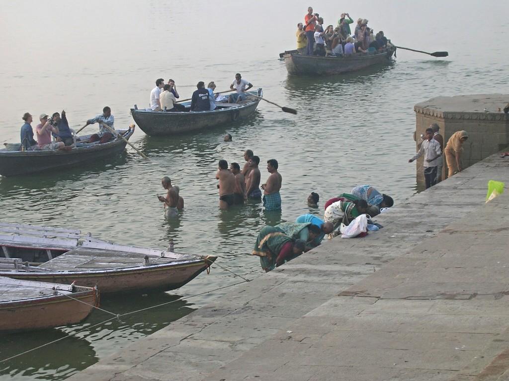 Rituelle Reinigung im Ganges in Varansi
