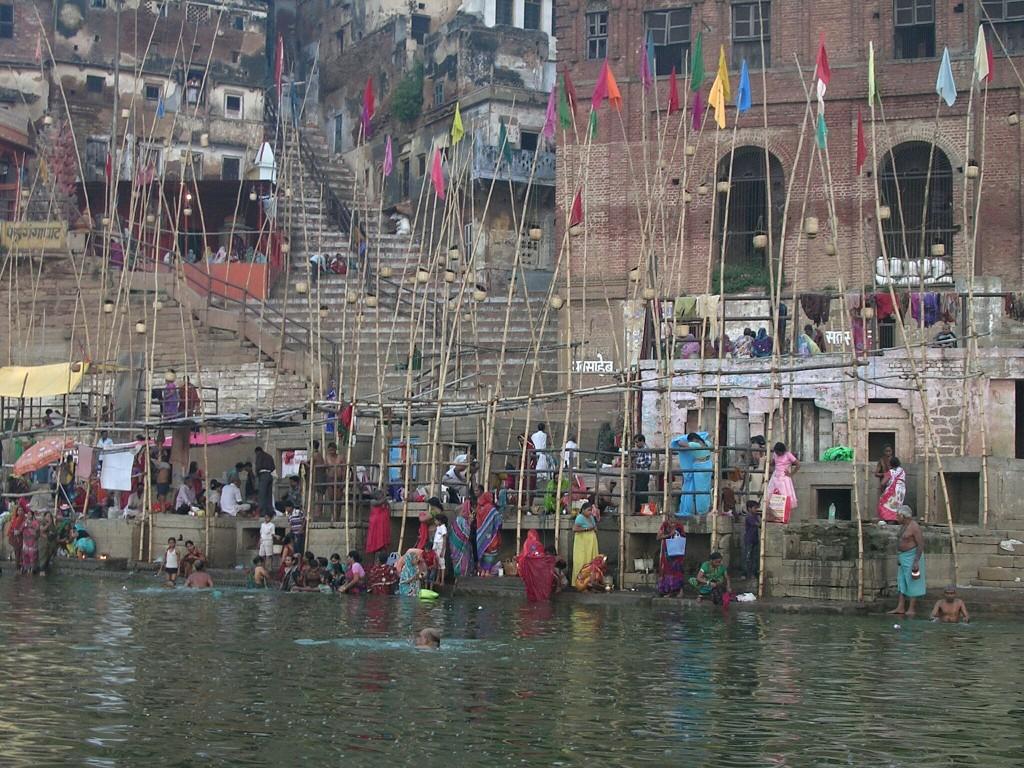 Körperreinigung im Ganges in Varanasi