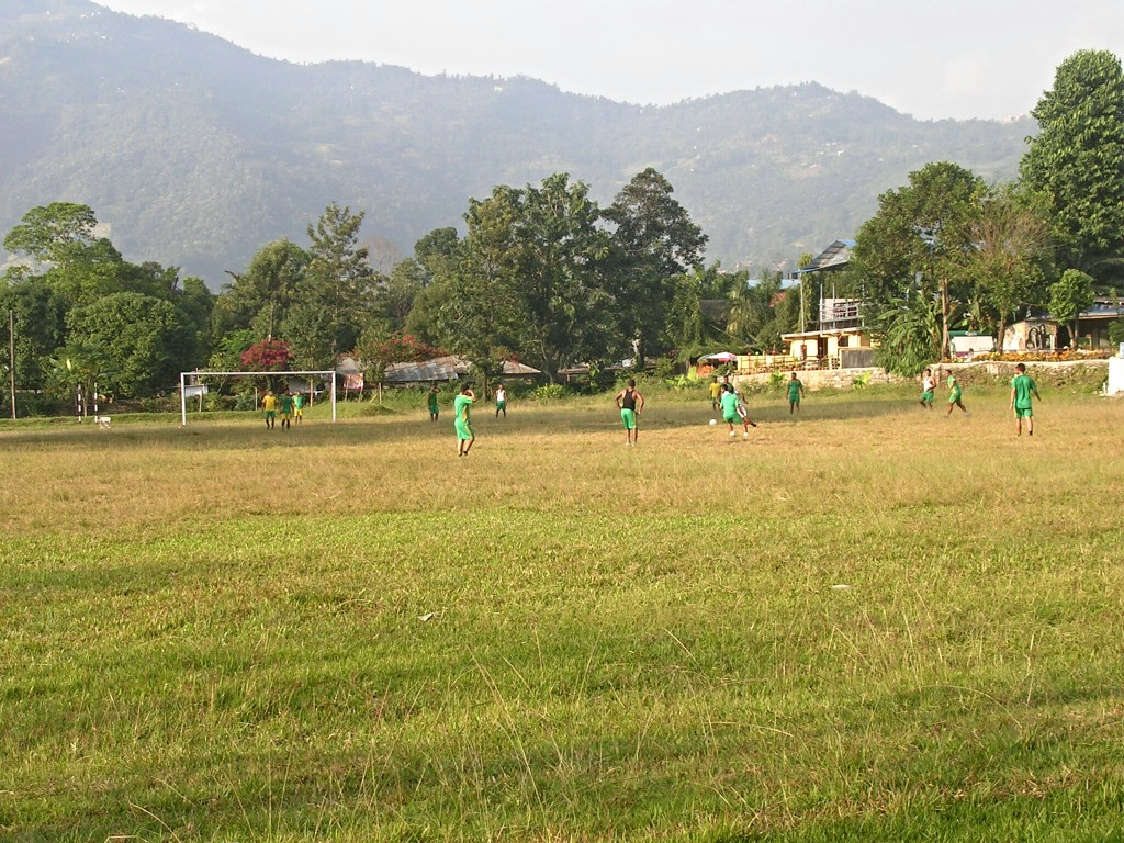 Fussballplatz beim Phewa Lake in Pokhara