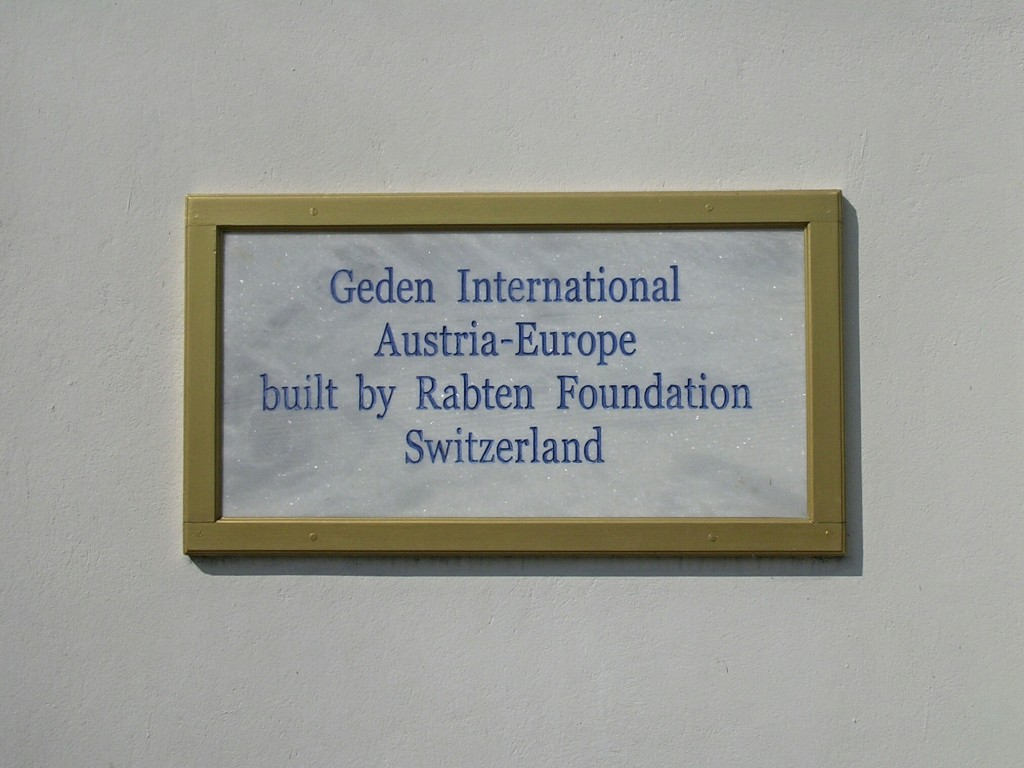 Hinweisschild beim Österreichischen Tempel in Lumbini