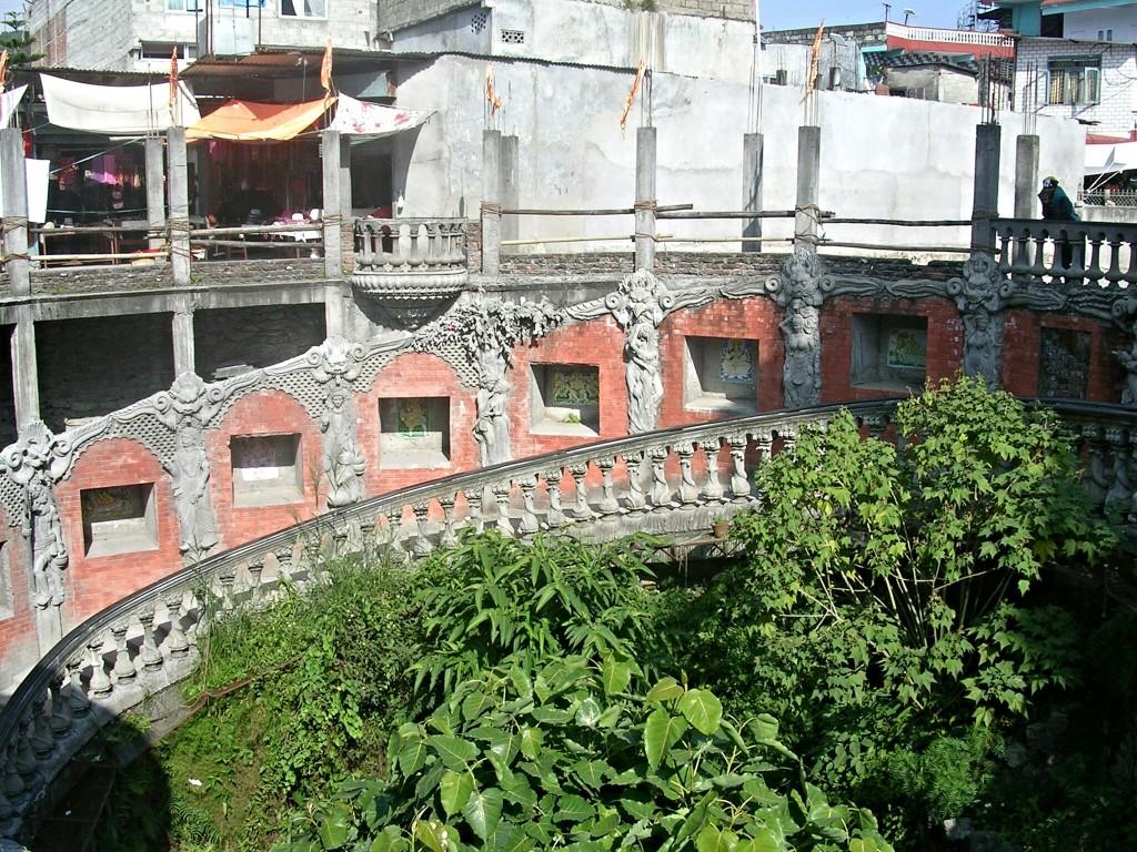 Abstieg zur Gupteshwar Mahadev Höhle in Pokhara