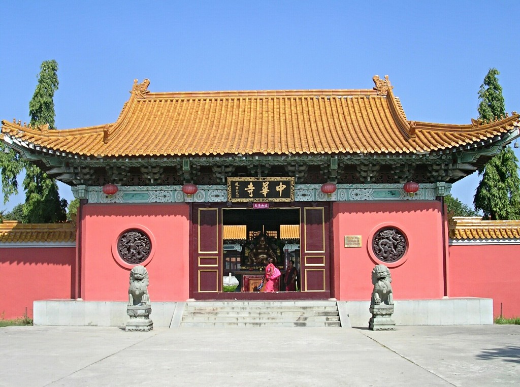 Eingang zum Chinesischen Tempel in Lumbini