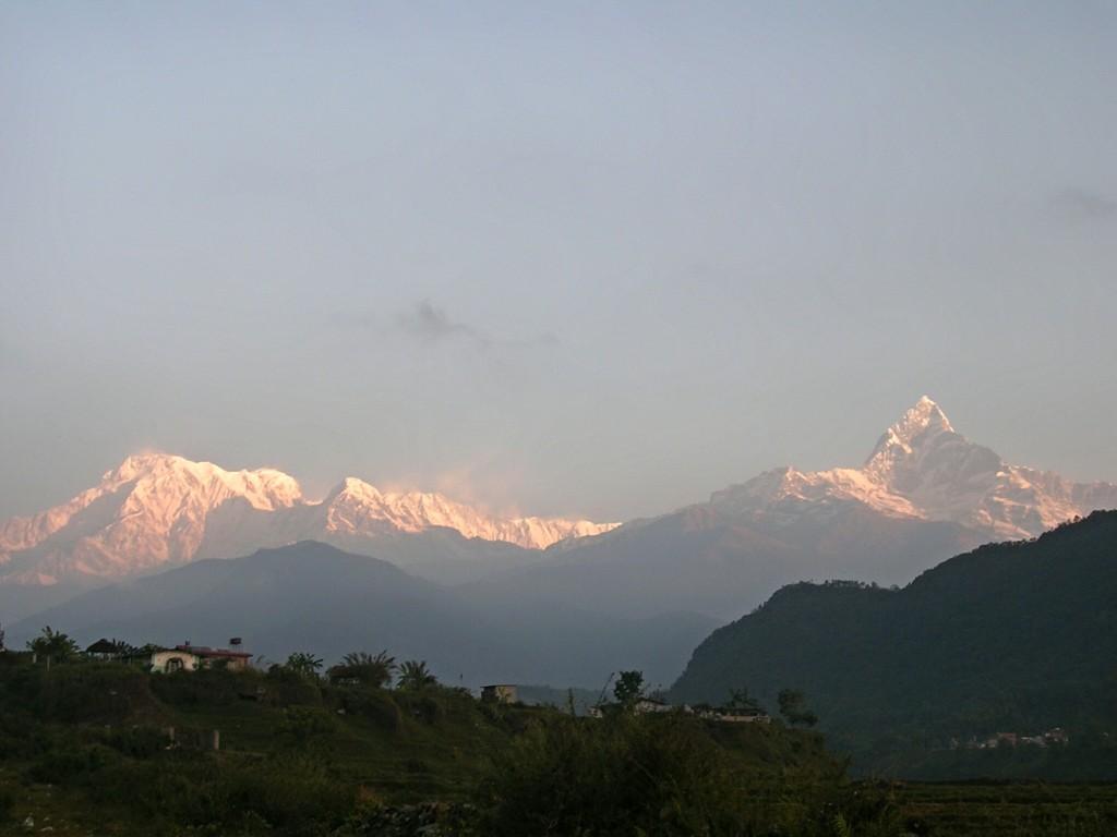 Sonnenaufgang mit Annapurna Massiv in der Nähe von Pokhara