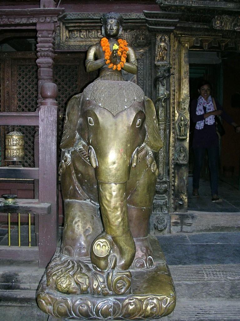 Elefantenstatue in Kwa Bahal in Patan (Kathmandu, Nepal)