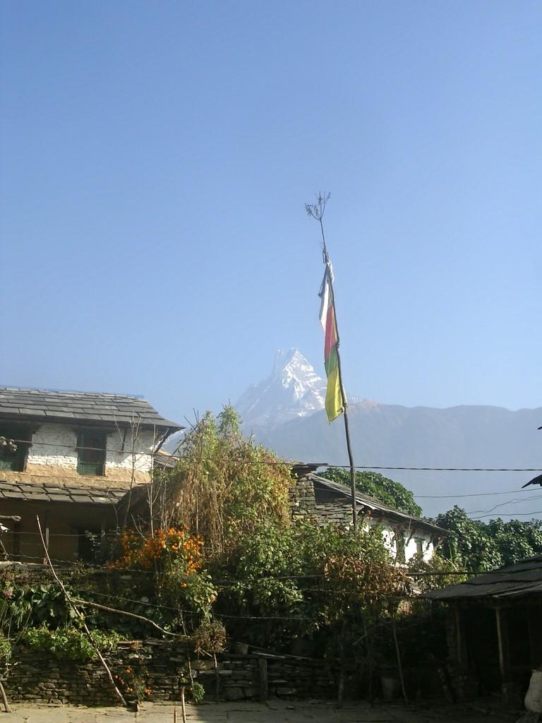 Häuser & Fahne in Ghandruk
