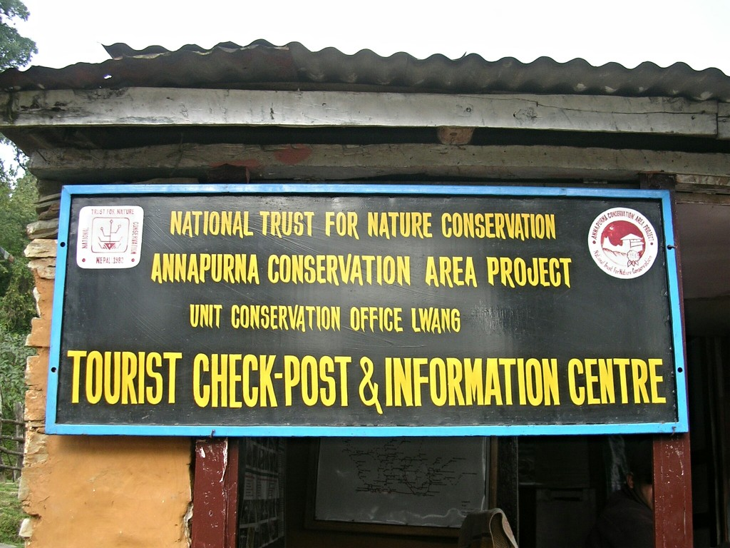 Informationsschild am Check-Point zur Annapurna Conservation Area