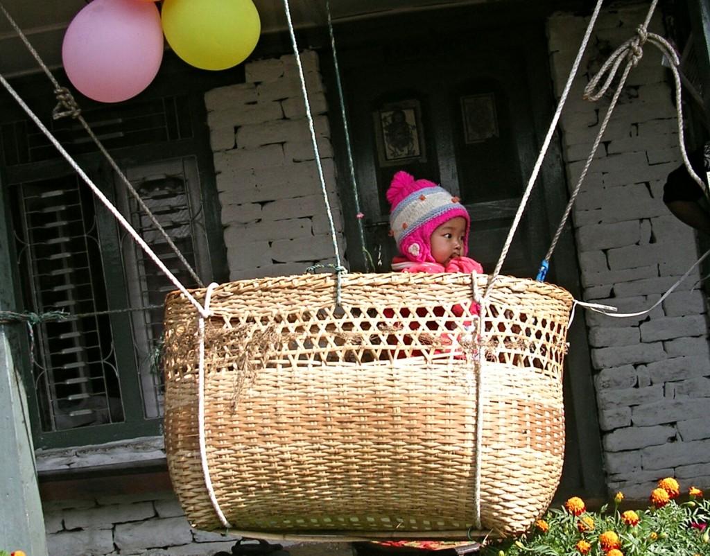 Kinderschaukel in Nepal