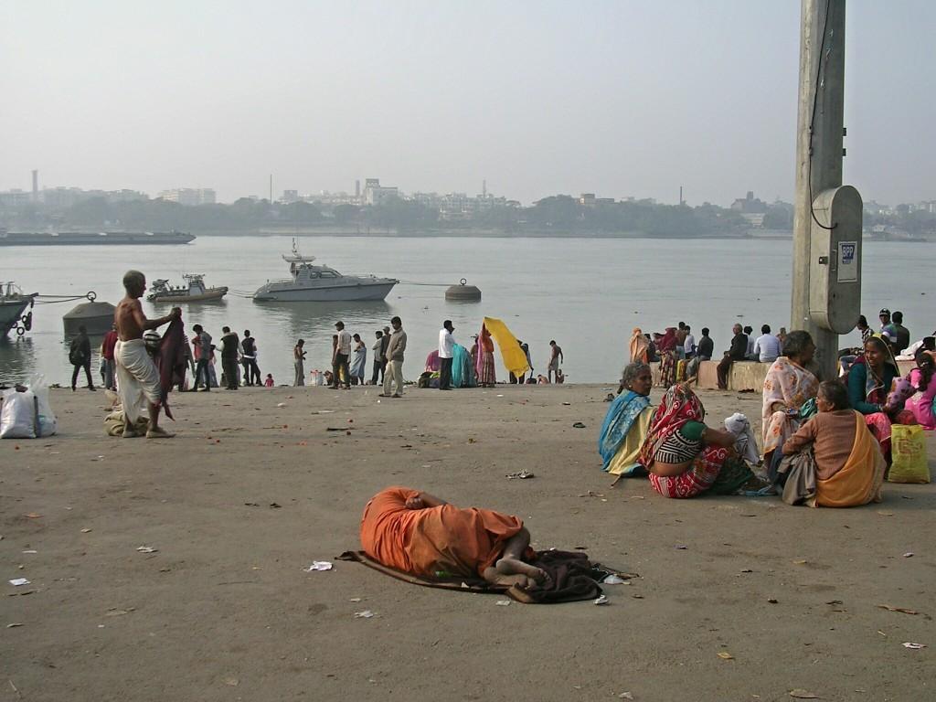 Menschen am Fluss Hugli