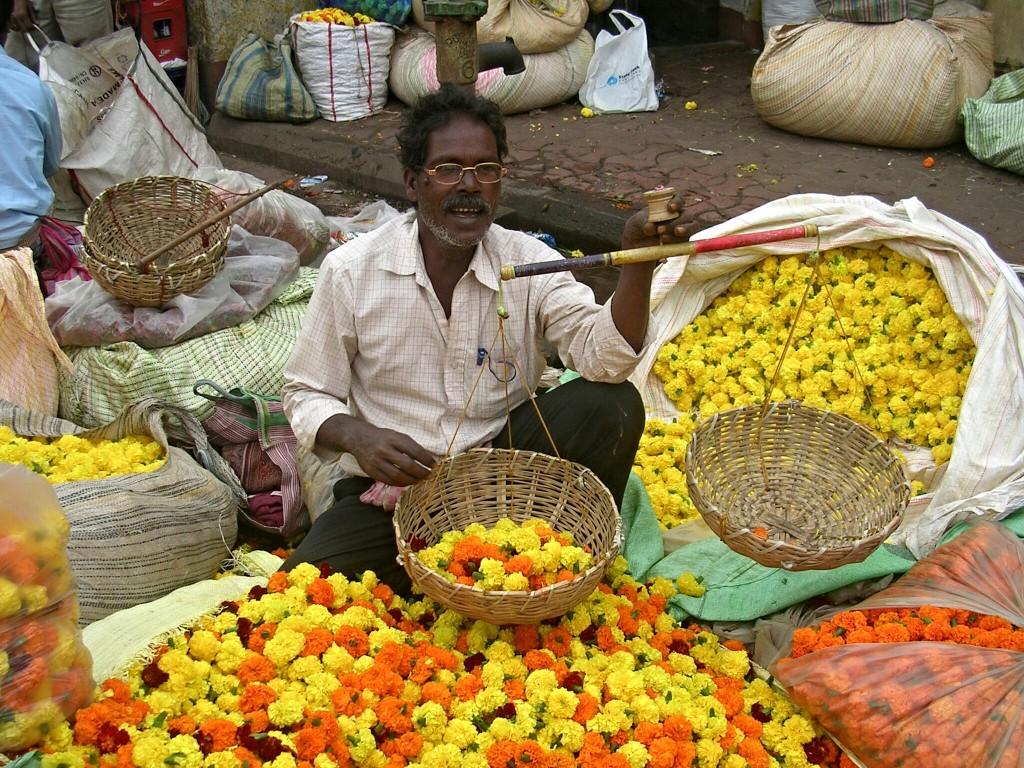 Händler am Blumenmarkt in Kalkutta