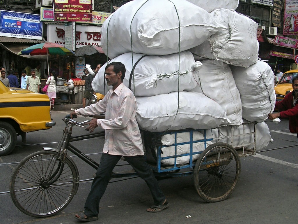 Vollbeladenes Lastenfahrrad in Kolkata