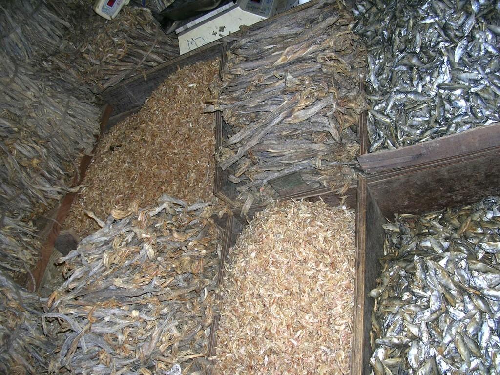 Getrocknete Fische am Markt in Darjeeling