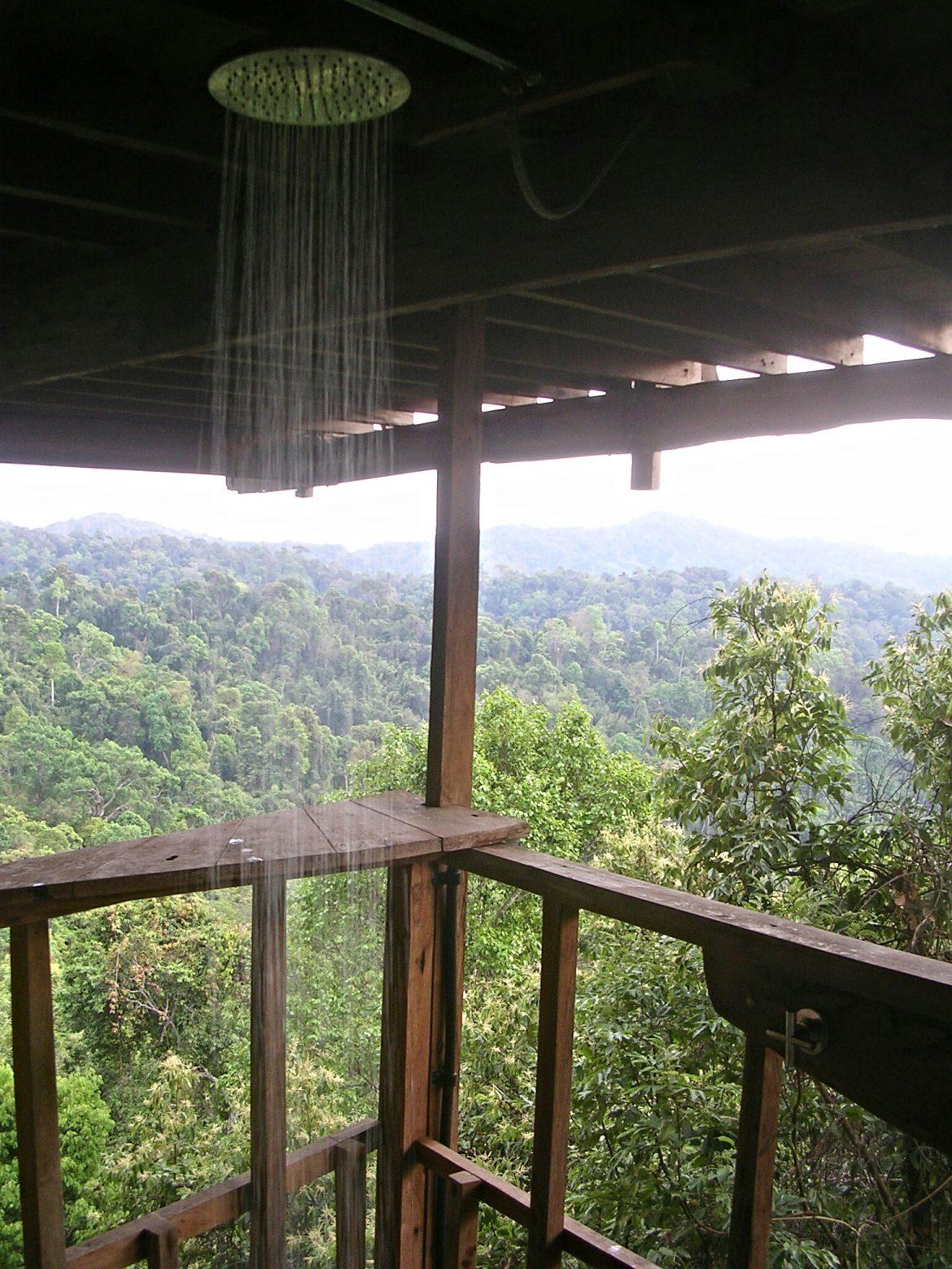 Dusche im Baumhaus in Huay Xai