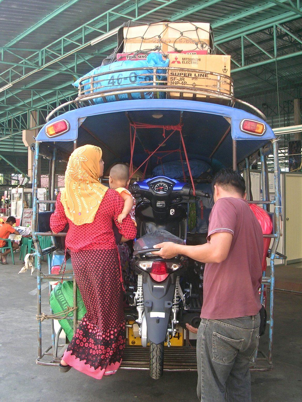 Offener Minibus nach Um Phang