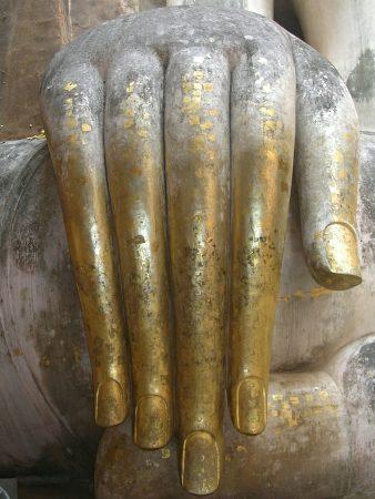 Hand der Buddha Statue im Wat Si Chum Tempel in Sukothai