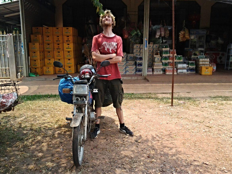 Severin und sein Motorrad in Laos