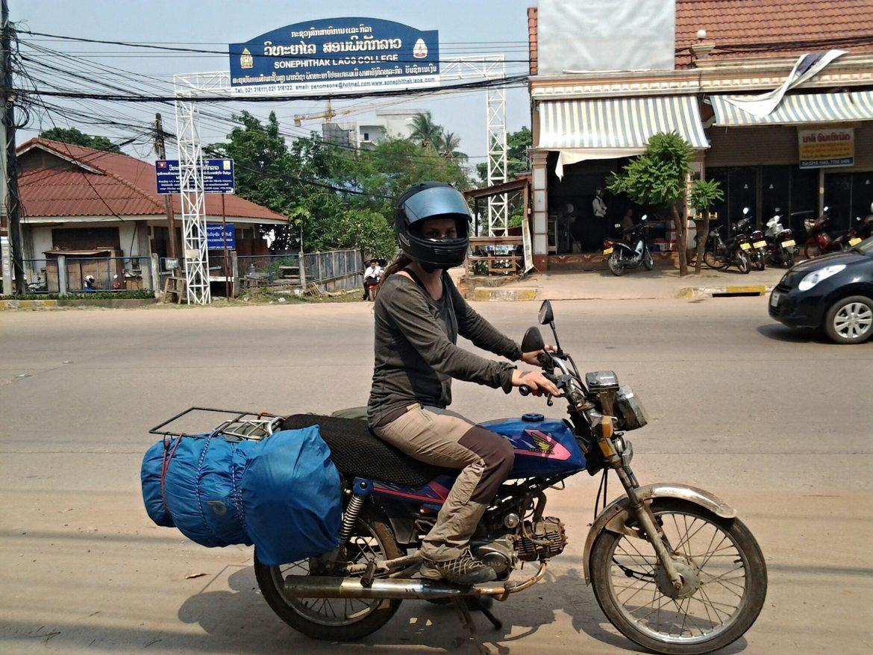 Ich am Motorrad in Laos