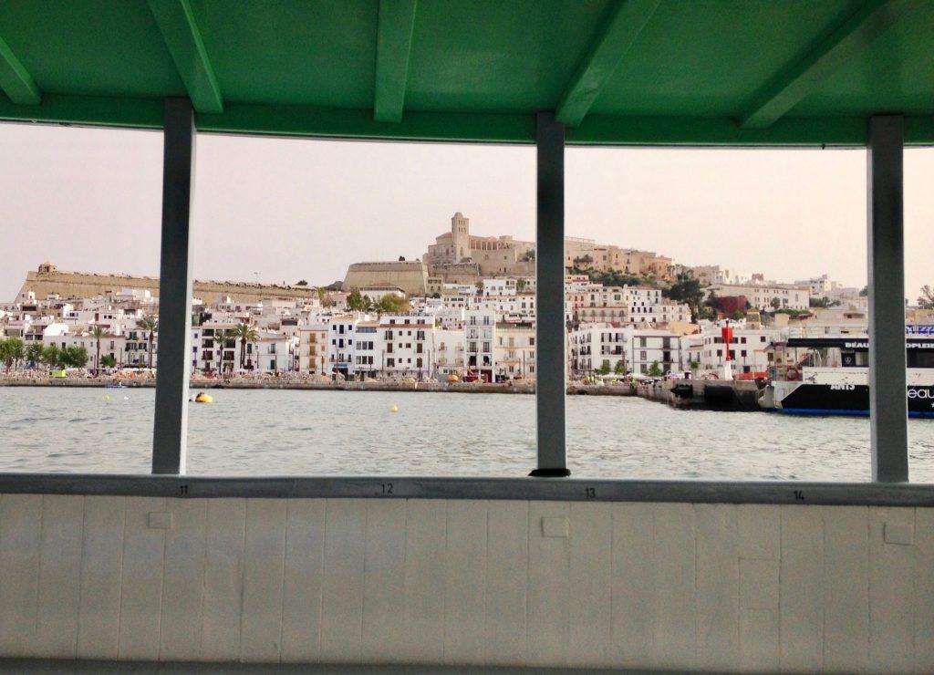 Der Ausblick auf Ibiza vom Boot