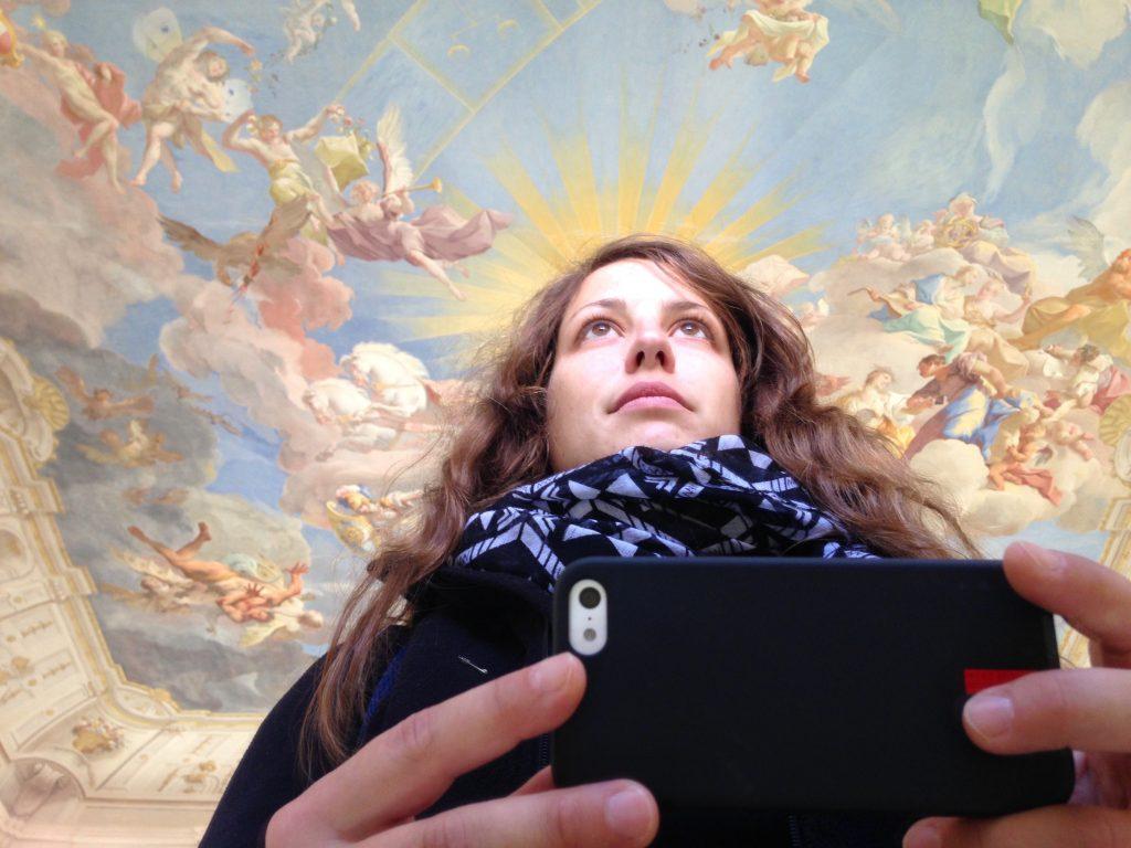 Selfie mit dem Deckenfresko von Paul Troger auf der Kaiserstiege im Stift Göttweig