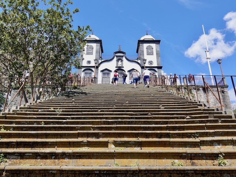 Steile Stiegen zur Wallfahrtskirche Nossa Senhora do Monte