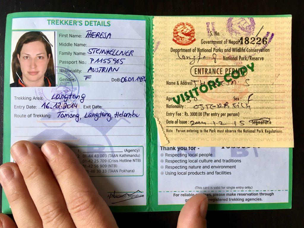 Meine grüne TIMS Card mit Passfoto für die Langtang Region. Auf der rechten Seite ist das beige Entrance Permit