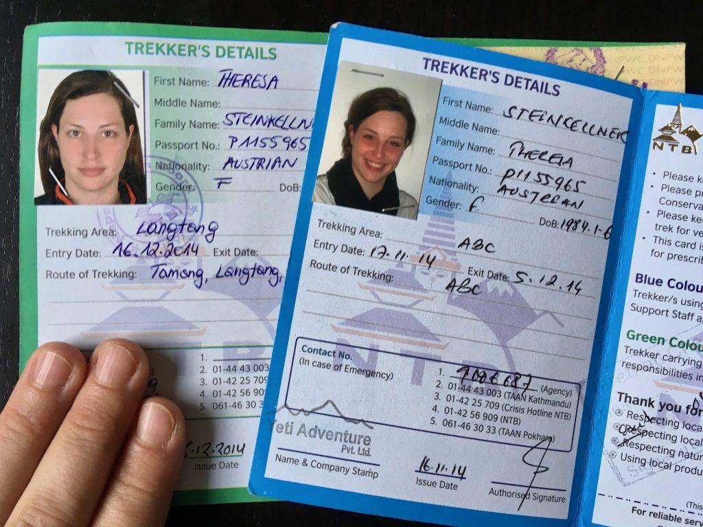 Meine grüne FIT TIMS Card und meine blaue GT TIMS Card in Nepal mit Paßfoto