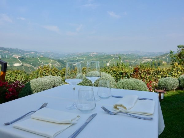 Piemont: Ausblick vom Agriturismo La Toricella