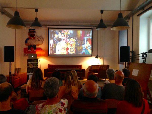 """Die Zuschauer bei der Filmpremiere """"Die Schokoladenstraße"""" von Kerstin Dohnal"""